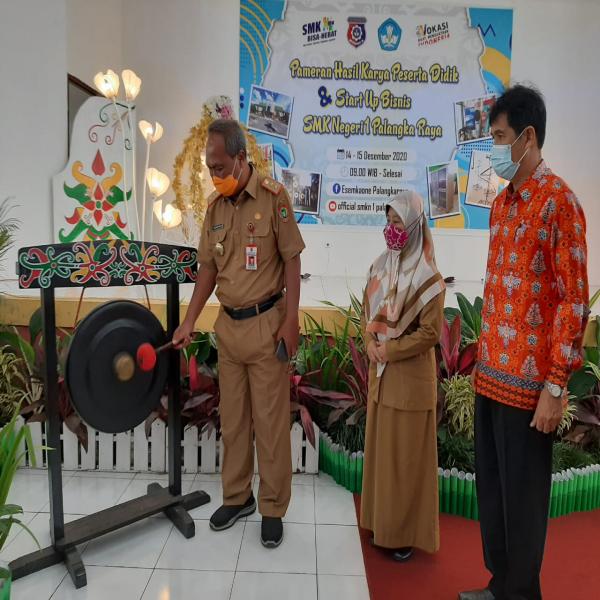 Pameran Produk Kreatif Hasil Karya Peserta Didik & Start Up Bisnis SMK Negeri 1 Palangka Raya